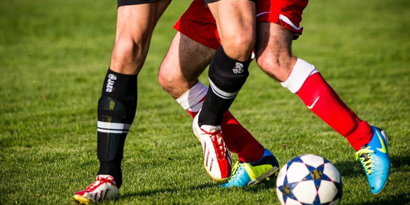 Malker Schienbeinschoner Fu/ßball Set f/ür Erwachsene und Jugend Kinder mit Socken Shin Guard und Leggings Kunststoff Tasche Fu/ßball Ausr/üstung Vermeidung von Verletzungen